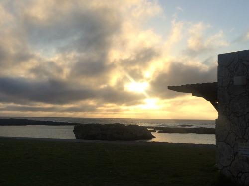 サンセットが美しいスギラビーチで前夜祭は行われました