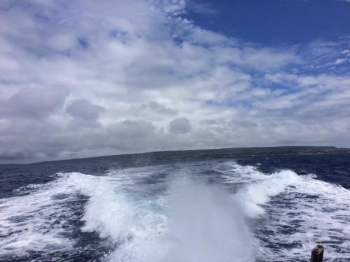 奄美大島に向かう船中からの一枚。喜界島が薄っすらと見えますね。