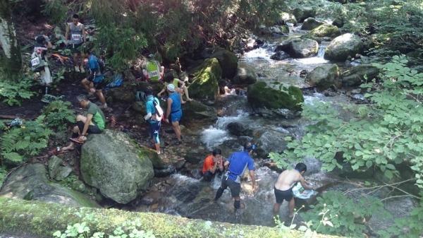 前回大会の様子。こんな川も渡っちゃいます。