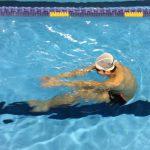 クロールのバタ足(キック)が上手くなる最強の練習方法「ロブスターキック」